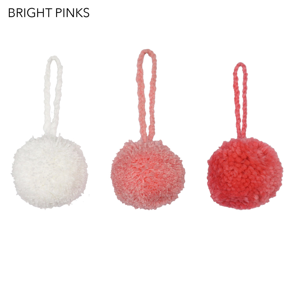 CHRISTMAS DECORATIONS // Pompom Set