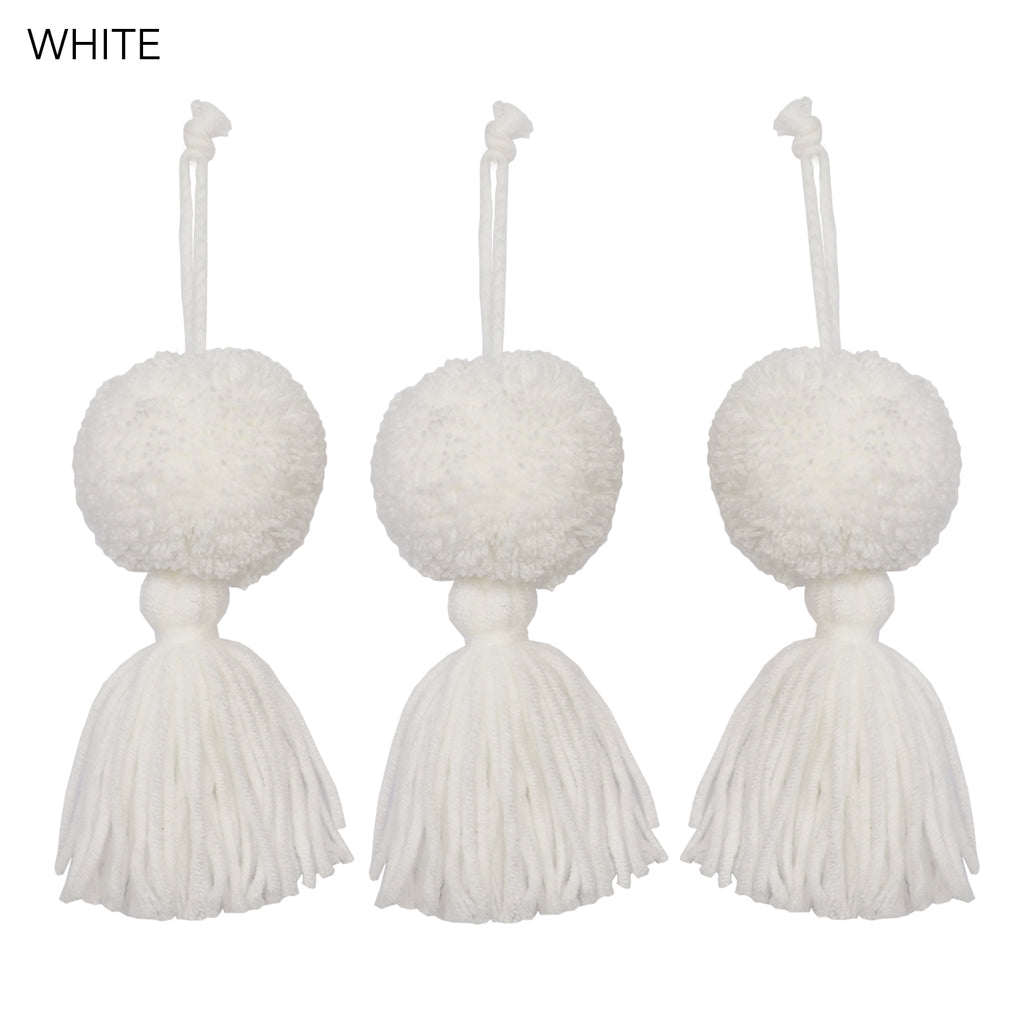 CHRISTMAS DECORATIONS // Pompom Tassels