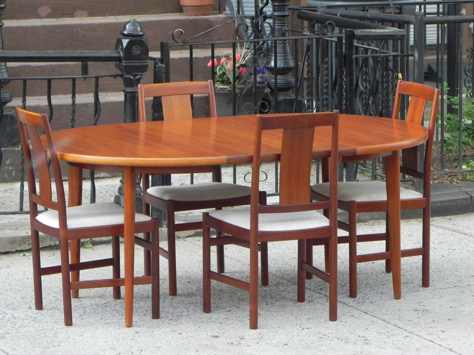 50 Strikingly Modern Dining Rooms That Inspire You To: DANISH MODERN TEAK DINING SET, 100% RESTORED, 2 LEAVES & 4