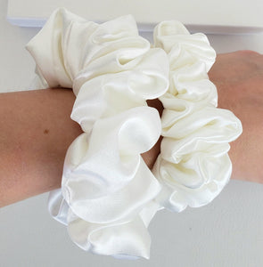100% Mulberry Silk Pearl White Scrunchies - Fashion Mode Gallery