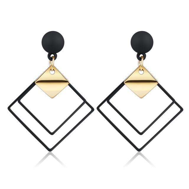 Elegant Women's Earrings in Black & Gold - Fashion Mode Gallery