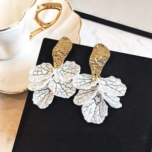 Blooming White Flower Earrings - Fashion Mode Gallery
