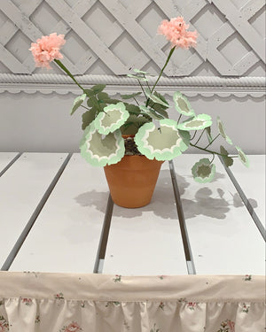 HAND CRAFTED PAPER GERANIUM - MEDIUM