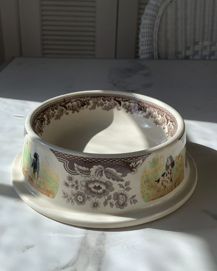 OLD FASHIONED FIGURATIVE TOILE DOG BOWL