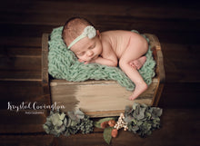 "Load image into Gallery viewer, Scalloped Newborn Box Bed - ""The Erianna"""