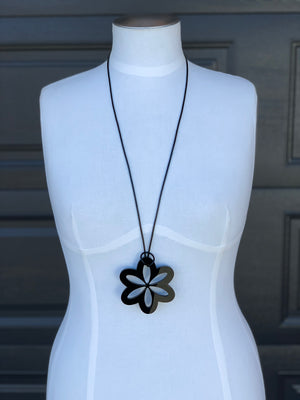 Daisy Necklace, Black or White