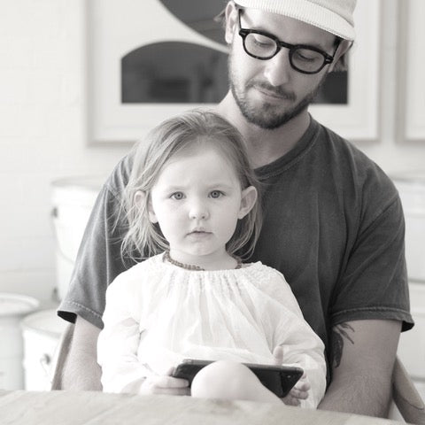 Man and his daughter at a coffee shop