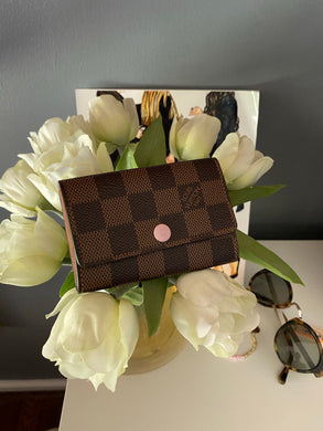 Louis Vuitton 6 key holder ebene with rose ballerine