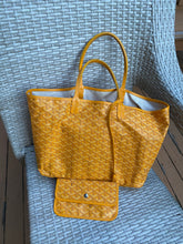 Load image into Gallery viewer, Goyard St. Louis PM tote with pouch
