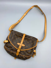 Load image into Gallery viewer, Louis Vuitton Saumur 30 crossbody monogram