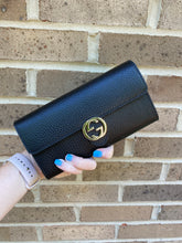 Load image into Gallery viewer, Gucci Black Continental Snap wallet
