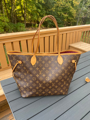 Louis Vuitton Neverfull MM monogram with magenta interior