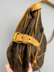 Louis Vuitton Saumur 30 crossbody monogram