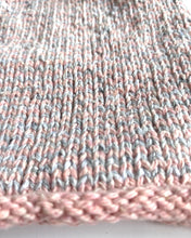 Load image into Gallery viewer, besser. mini stripe beanie rose & ozone
