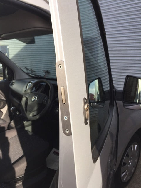 Fiat Doblo drivers door deadlock
