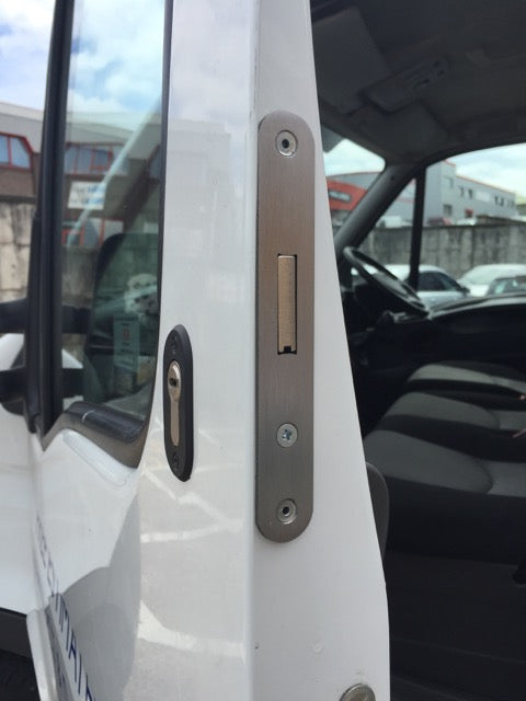 Iveco Daily cab door deadlock