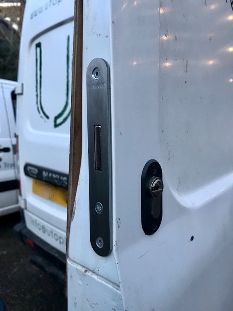 Maxus rear door deadlock