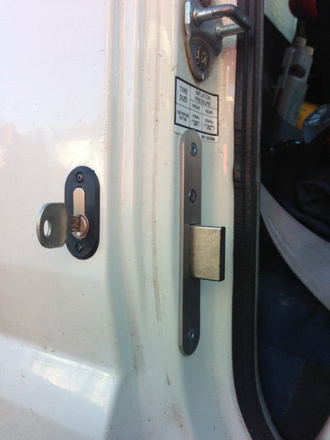 Mitsubishi Canter | Deadlocks