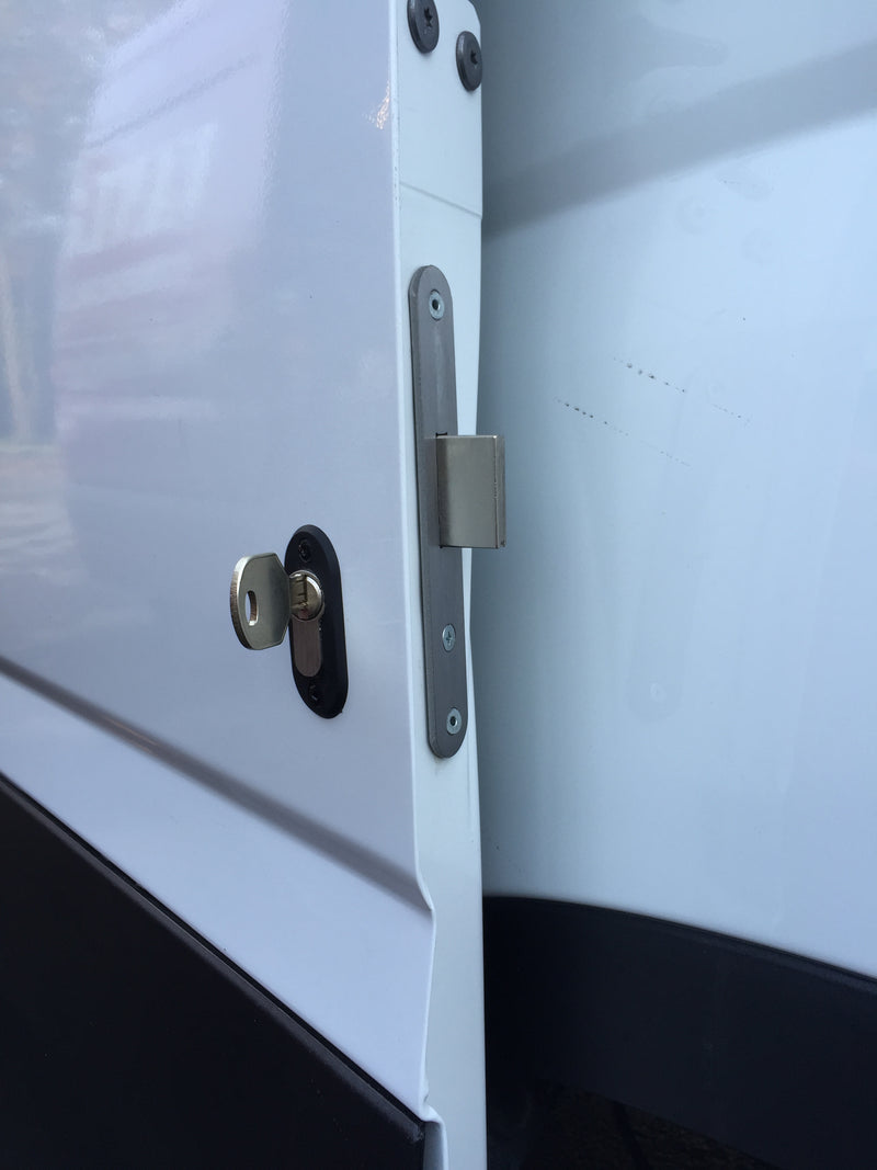 new Iveco Daily sliding door deadlock