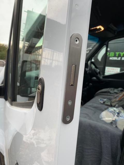 New Mercedes Sprinter 2018 cab door deadlock