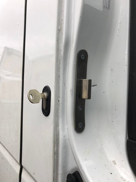 Nissan Cabstar NT400 cb door deadlock