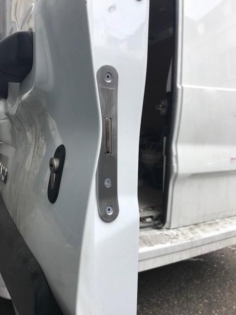 Nissan Nv300 glazed rear door deadlock