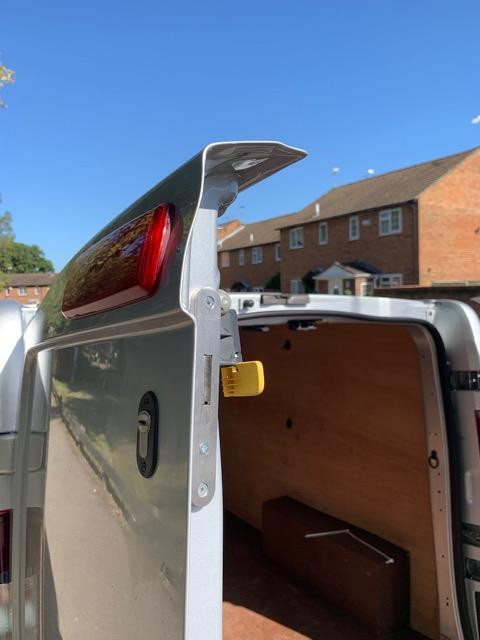Nissan Nv300 high rear door deadlock for door peeling