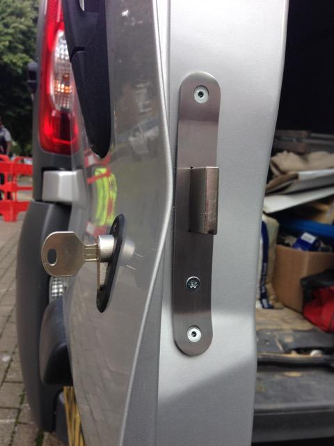 Renault trafic glazed rear door deadlock