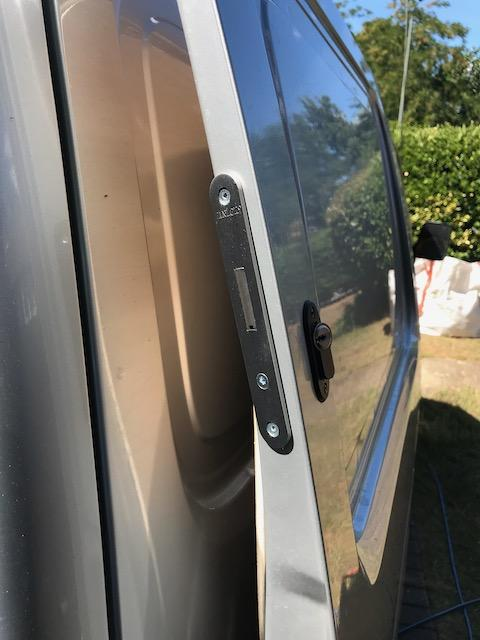 Suzuki Carry sliding door deadlock