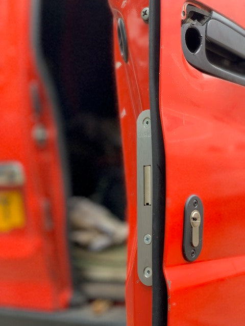 Toyota Hiace Powervan rear door deadlock