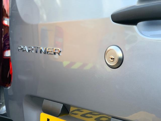 New Vauxhall Combo Cargo rear door slamlock