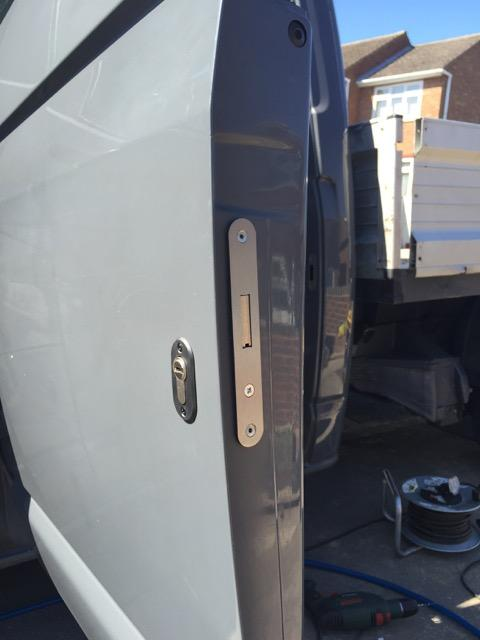 VW Transporter T6 crew door deadlock