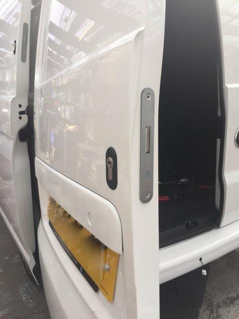 VW Transporter T6 rear door deadlock