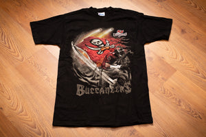 vintage 90s black t-shirt for tampa bay buccaneers with skull flag logo and player graphic