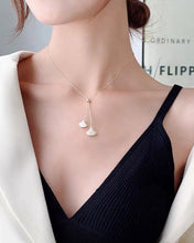 Load image into Gallery viewer, Fan-Shaped Shell Lariat Necklace