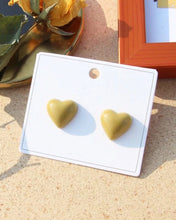 Load image into Gallery viewer, Heart Post Earring