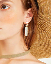 Load image into Gallery viewer, Rectangular Vintage Shell Earring