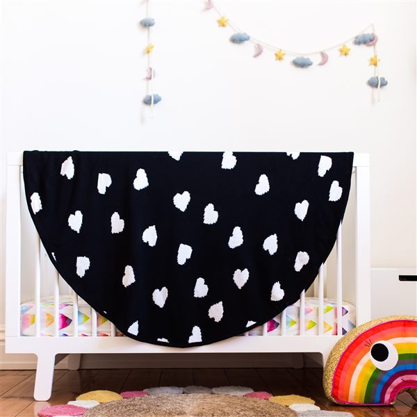Hearts Roundie Blanket – Black and White