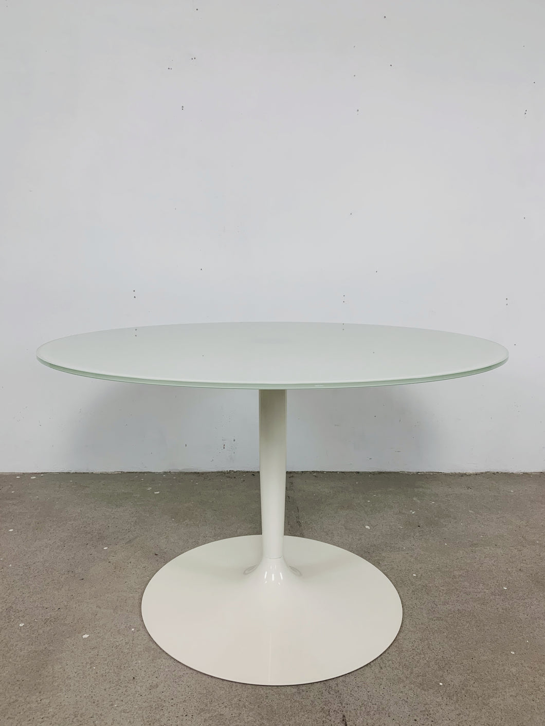 ROUND GLASS TABLE TULIP FOOT