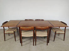 Afbeelding in Gallery-weergave laden, DANISH TABLE BY SIGH & SONS (EXTENDABLE)