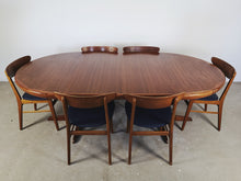 Afbeelding in Gallery-weergave laden, ROUND DANISH TABLE (EXTENDABLE)