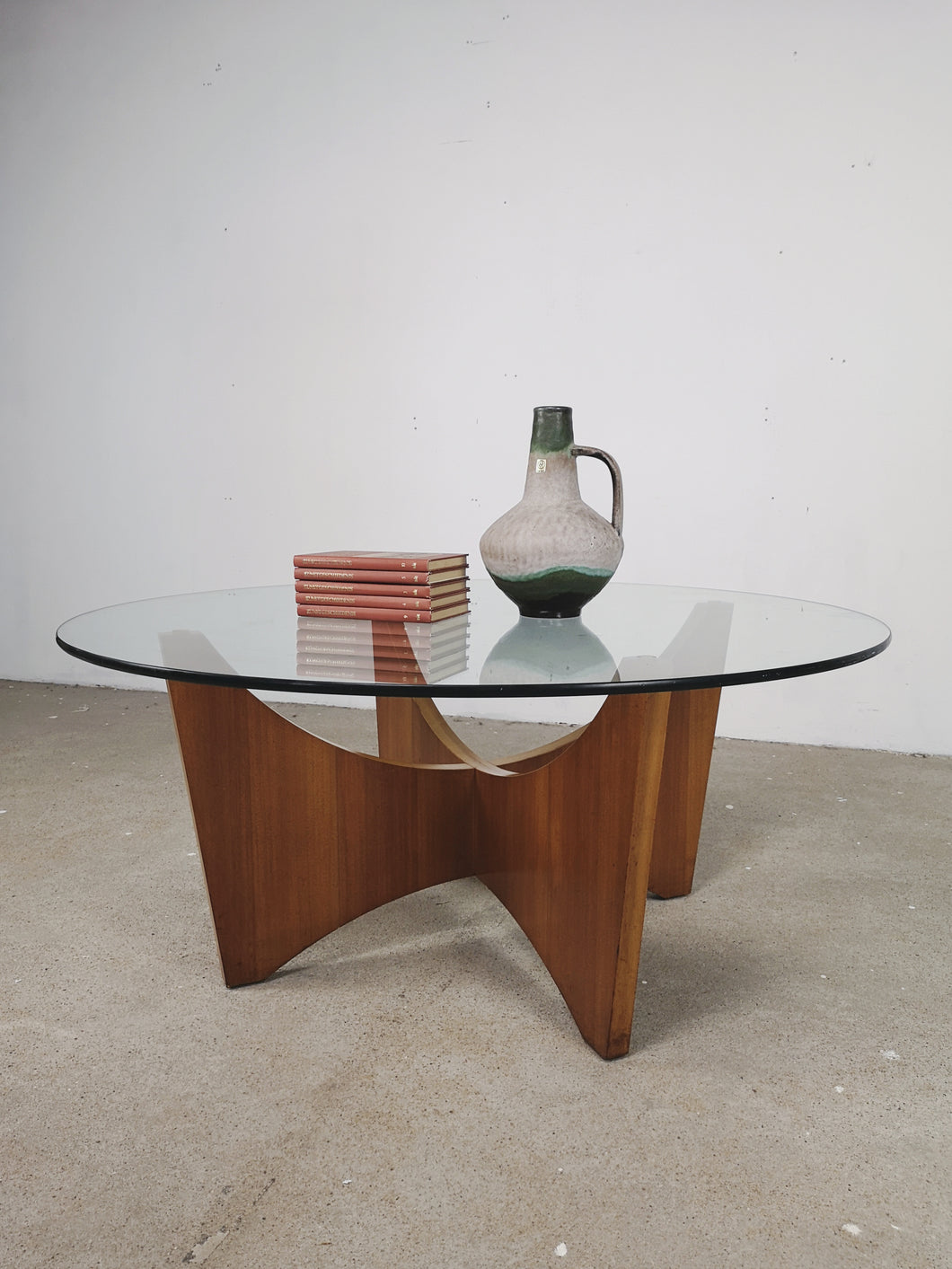 ROUND GLASS & TEAK COFFEETABLE