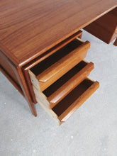 Afbeelding in Gallery-weergave laden, DANISH TEAK DESK BY GV MOBLER
