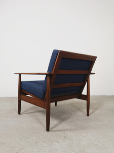 BLUE LOUNGE CHAIR INGMAR RELLING (2 AVAILABLE)