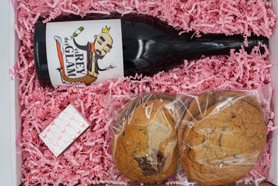 Chilled Red & Cookies Gift Box