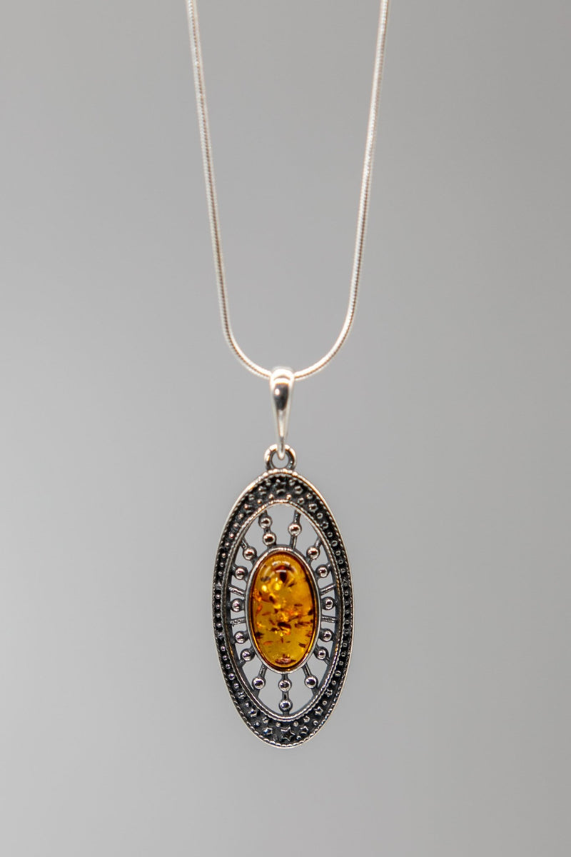 Baltic Honey Amber Medallion Necklace - L'Atelier Global