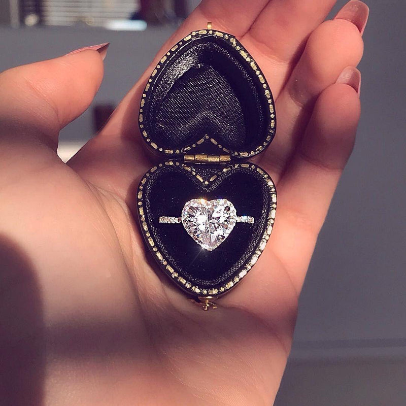 Heart luxe ring