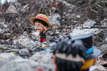 Load image into Gallery viewer, SD Scale Finding People Little Luffy - ONE PIECE Resin Statue - Emoji Studios [Pre-Order] - FavorGK
