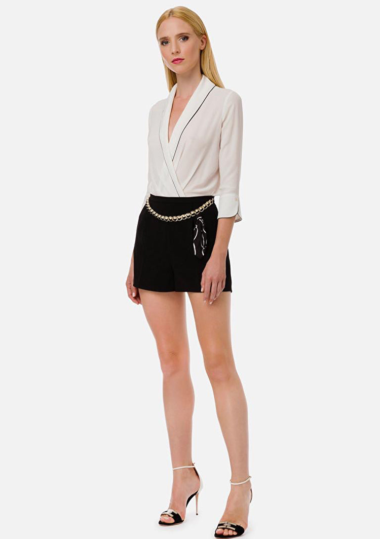Elizabetta Franchi Black shorts with a chain belt
