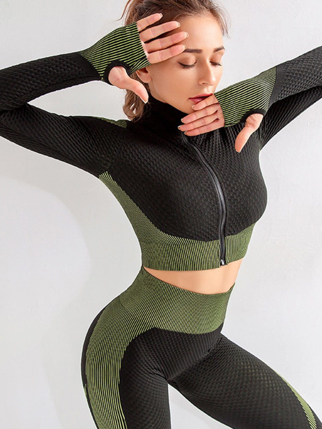 MOVI ADAPT ZIP CROP TOP - Green/Black